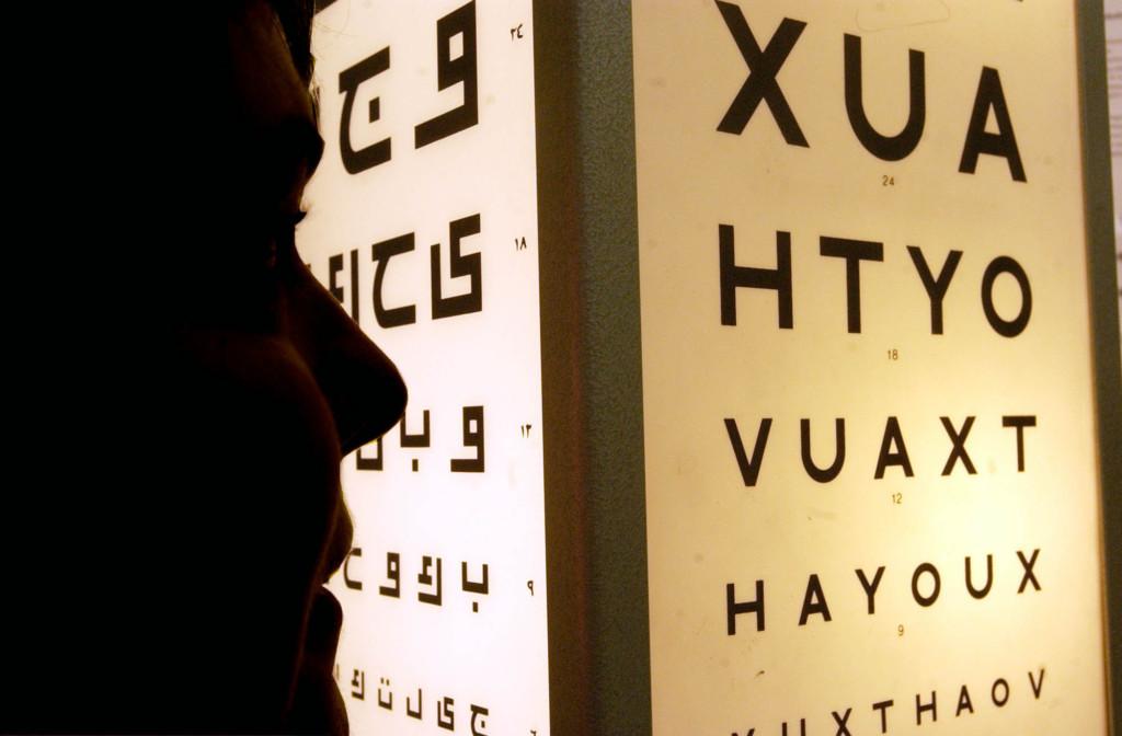 科學家發明「可自由變焦」的隱形眼鏡 眨2下即可「放大、縮小影像」…未來準備打造假眼!