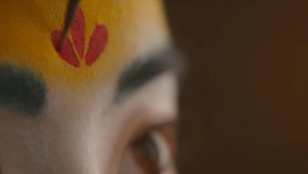 《花木蘭》劉亦菲「紅臉+黃額頭」造型被批超醜!網翻「歷史」卻嚇呆:她神還原