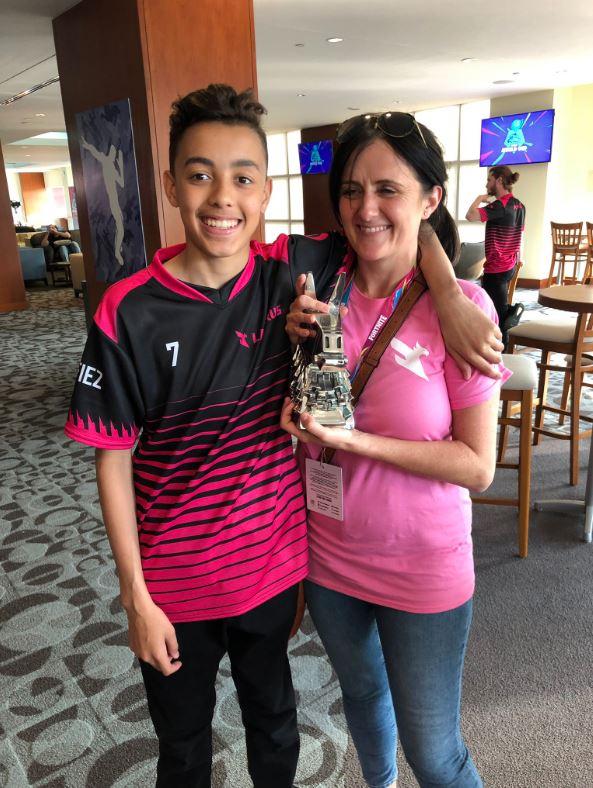 15歲男孩堅持「電競夢想」參加比賽 霸氣拿下「6000萬獎金」老媽超驕傲!