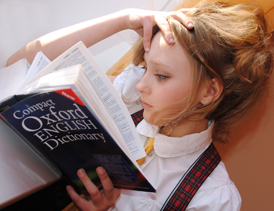她曝光老媽的「古早式英文筆記」註解超有梗 「舅摸奶」是什麼?