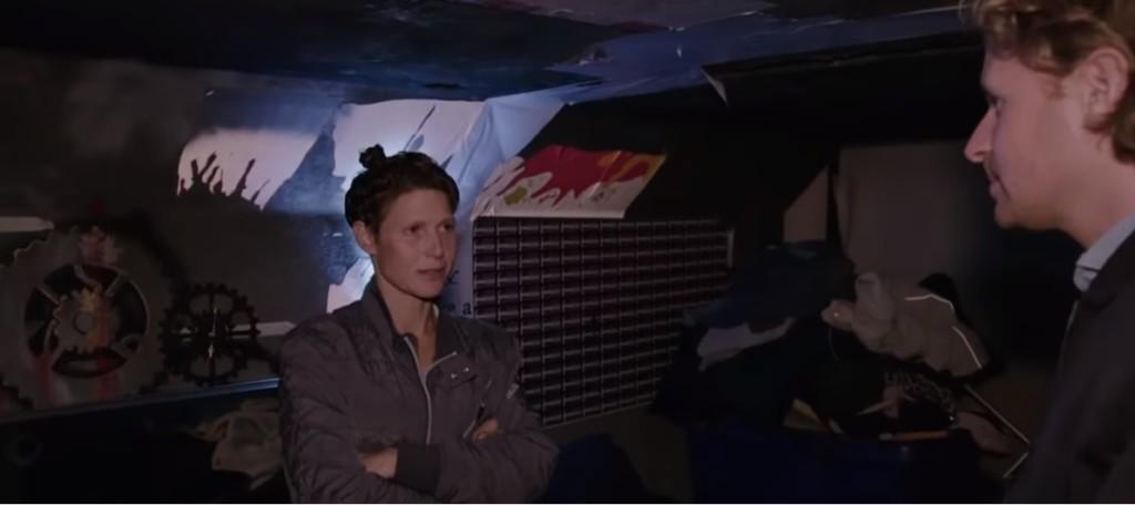 珍妮李被封「成人界女帝」卻突消失10年 今被發現「住在下水道」她感嘆:我太成功了!