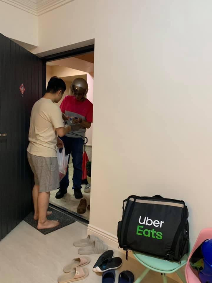 UberEats員工在家叫FoodPanda 他轉身後的「迷之笑容」網笑翻:秒懂這種心情