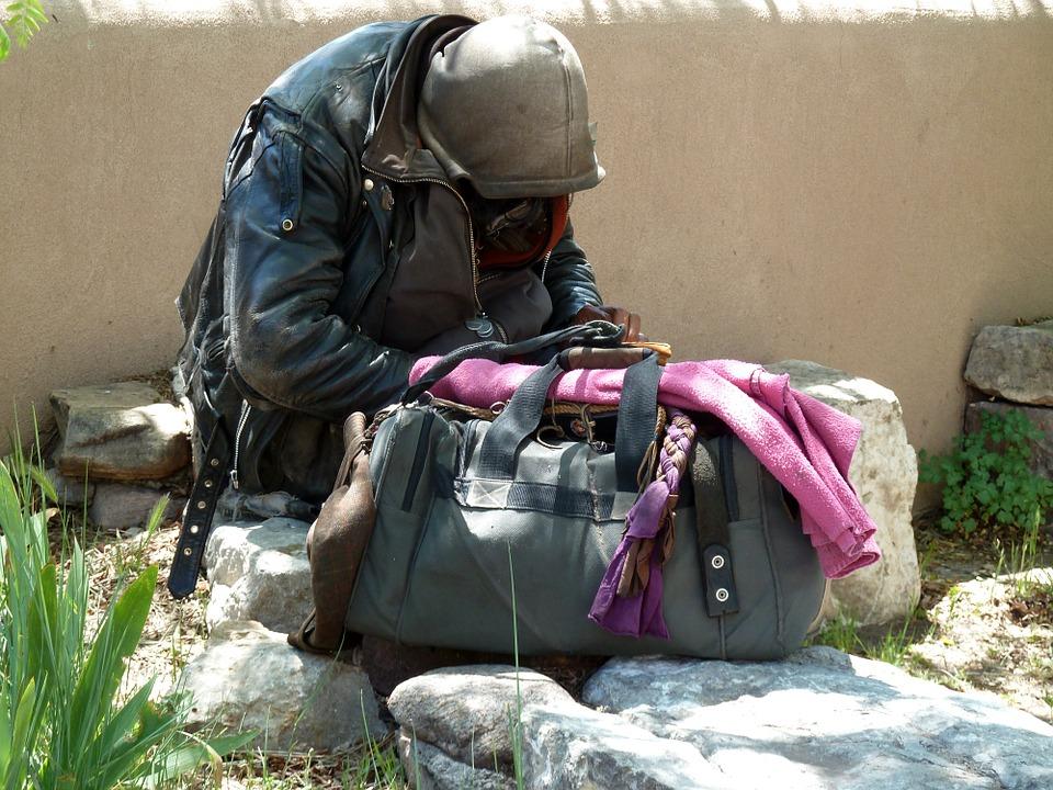 萬華街友病逝…他整理遺物竟發現「包包藏400萬」 意外揭露台北大地主身份!