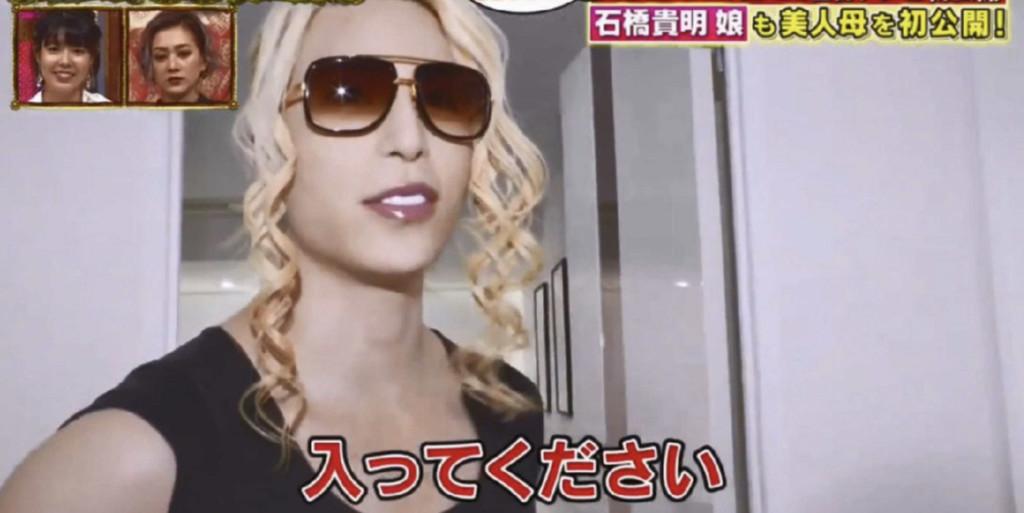 日本第一牛郎搬新家!節目採訪卻發現他「住在空屋」 365天只穿「同一件西裝」