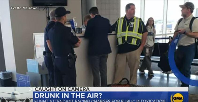 49歲空姐「灌2杯伏特加」才上機 整趟「醉到睡翻」連安全帶都是乘客幫扣...下場超慘!