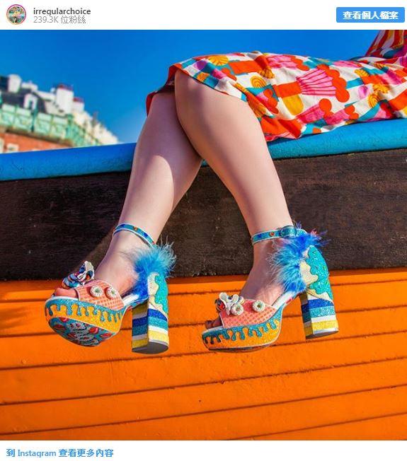 15個「凡人完全無法駕馭」的現今超狂時尚 超夢幻絲襪「把花圃穿在腿上」!