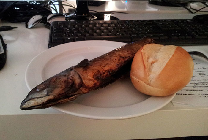 49張「月光族才懂」的辦公室午餐 他悲慘到只能「挖果醬」填飽肚子QQ