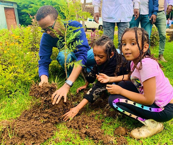衣索比亞創「植樹世界紀錄」12小時種「3.5億棵」 總理:今年目標是40億!