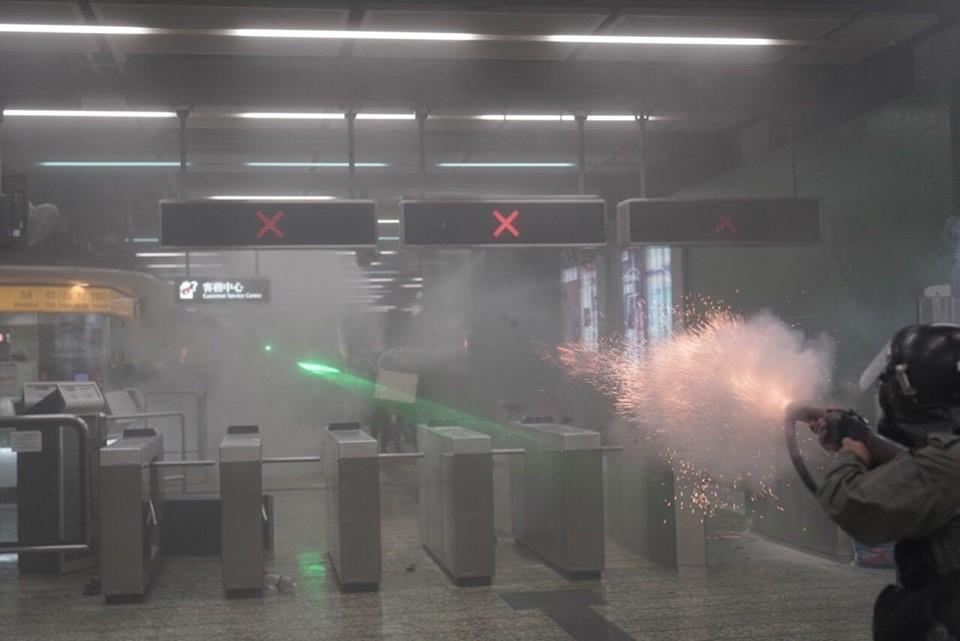 香港驚傳示威女「右眼被擊中」確定永久失明 前線醫護人員「要警還眼」:即日起罷工!