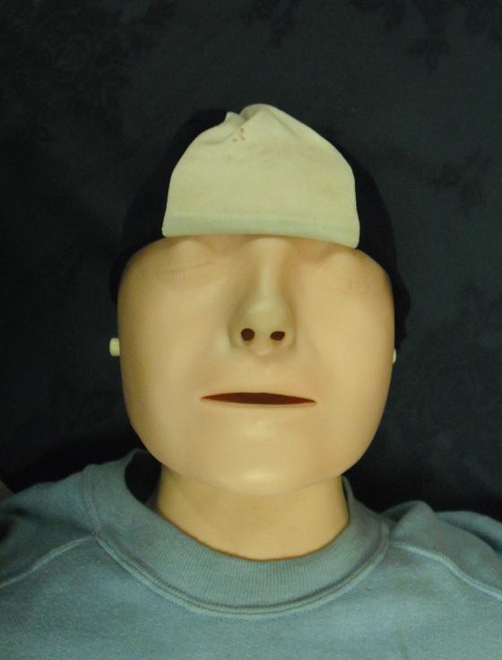 練習CPR的「安妮」其實是真人!當年從河裡被拉出已沒生命 卻帶著超美的「神祕詭異微笑」?