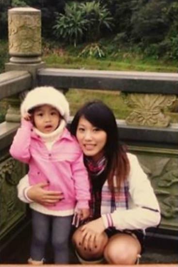 她曬女兒畢業照…感嘆「13年前小女孩」登大人 網看「對比照」嚇傻:媽媽是時空旅人?