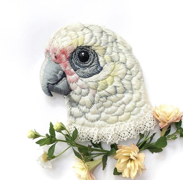 她用刺繡做出「超逼真小鳥」!連羽毛觸感都完美還原 網放大看嚇壞:飛出來了