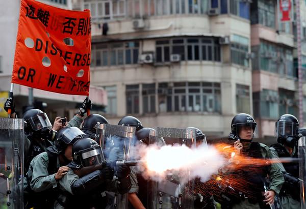 聯合國警告「港鐵站內發射催淚彈」違國際法!封閉空間全都是煙...港府強調:是「最低武力」