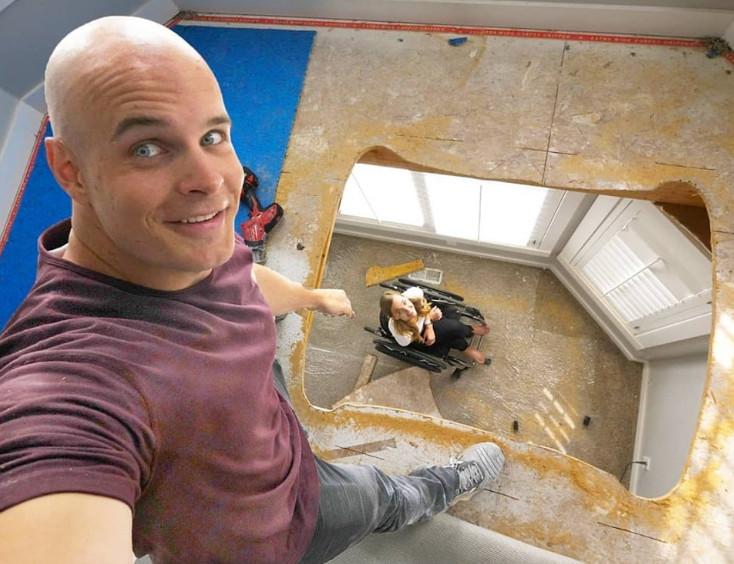 影/網紅男為了「輪椅女友」在自家挖洞 親手打造「專屬電梯」被讚爆:最美的愛情!