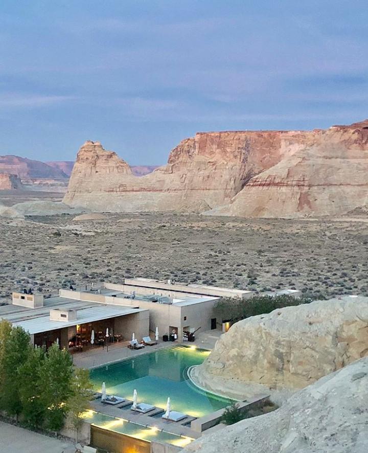 15個「讓你馬上就想訂機票」的超獨特飯店 躺在「起重機裡」半空中眺望街景!