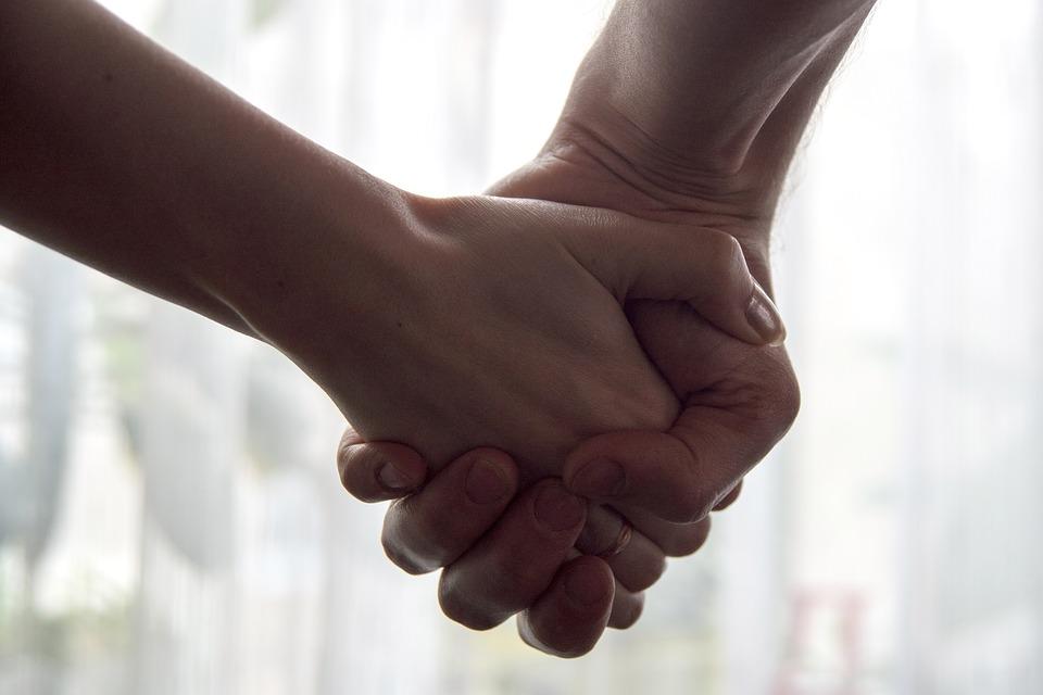 害羞老公從不說愛!心涼妻發明「捏三下」他學會後天天做