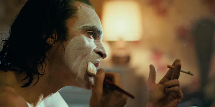 《小丑》劇情「太瘋狂」引觀眾反彈 華納兄弟霸氣回應:小丑從不是英雄角色!
