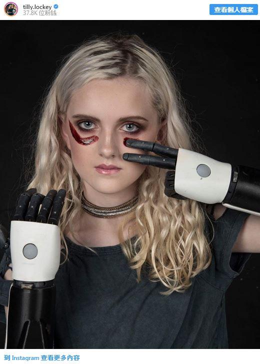 現實版艾莉塔!13歲少女用「機械手臂」教大家化妝 她曝光超勵志「心酸經歷」感動全網