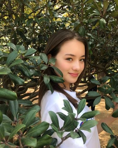 德日混血少女因「暑假打工」被關注 「超深邃電眼+9頭身」被譽為:奇蹟的13歲!