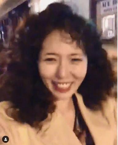性感小野馬崩壞!泫雅秀「爆炸造型」秒變大媽 網友心碎:這誰?