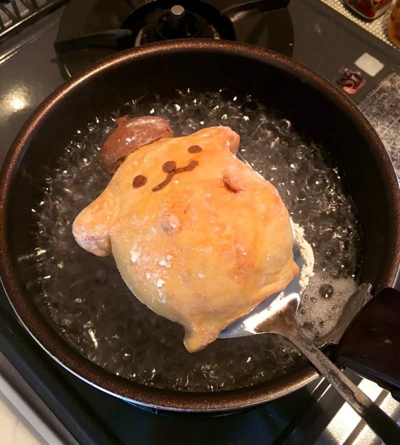 超驚悚「油炸布丁狗」料理!切開之後「內臟爆出來」讓人想哭 粉絲矛盾:但感覺很好吃