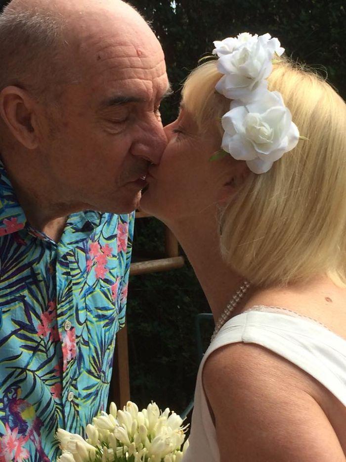 老公失智「把愛人忘掉」她卻堅持不放棄 最後他「重新愛上」跟妻子求婚了!