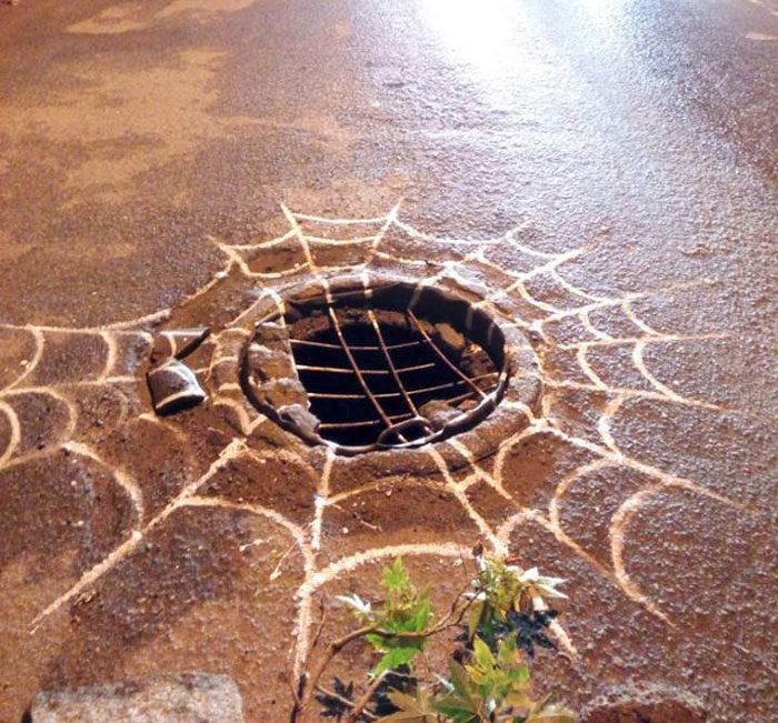 「藝術型修路」把路面變超多作品 政府才發現:好多路壞掉...