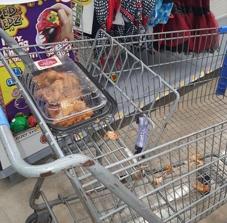 24位「被商場列入黑名單」的沒水準人類 還沒結賬就先把「半隻雞」吃掉!