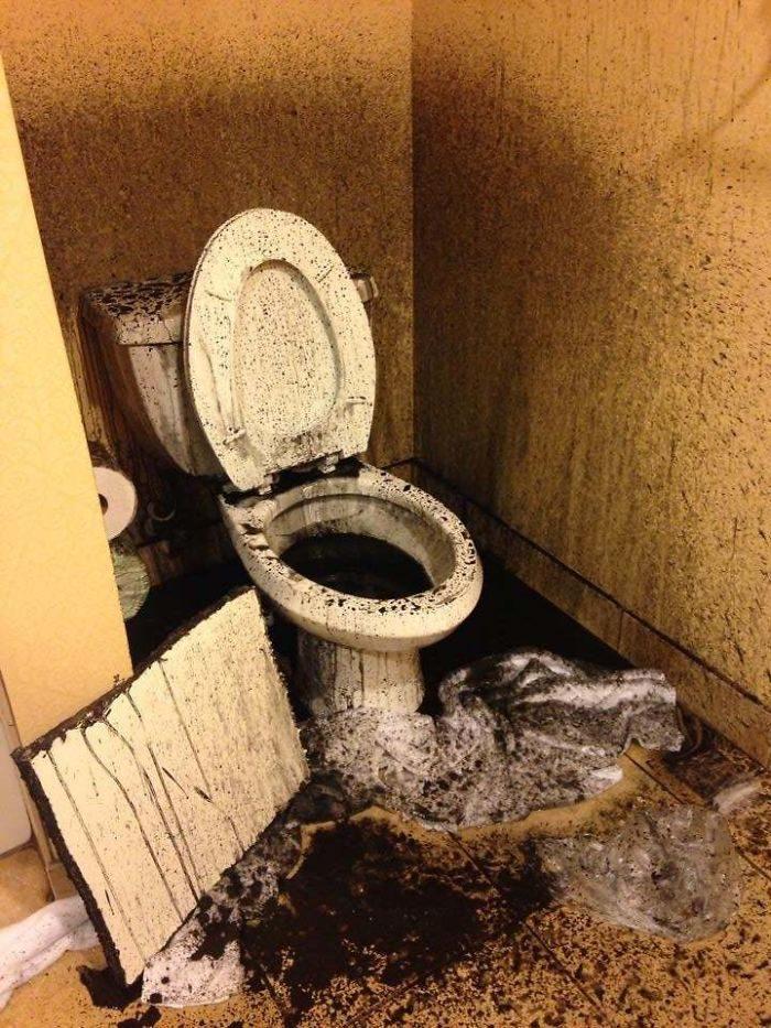 45張「讓你以為誤闖地獄」的超噁飯店照 牆角有蘑菇只是基本款而已…