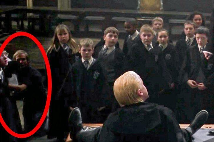 17個「用放大鏡才看得到」的超不合理電影畫面 《哈利波特》竟讓攝影師意外變演員!