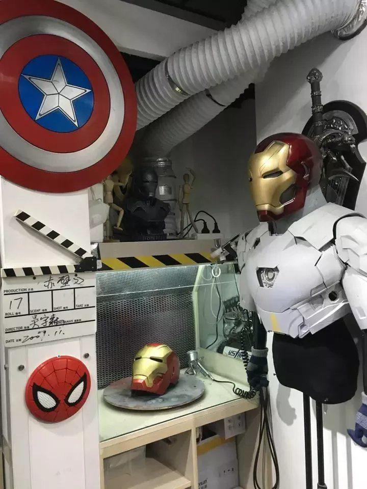 超狂老爸穿「鋼鐵人裝備」去學校小孩全瘋狂!他揭「背後暖心原因」網爆淚:為了女兒