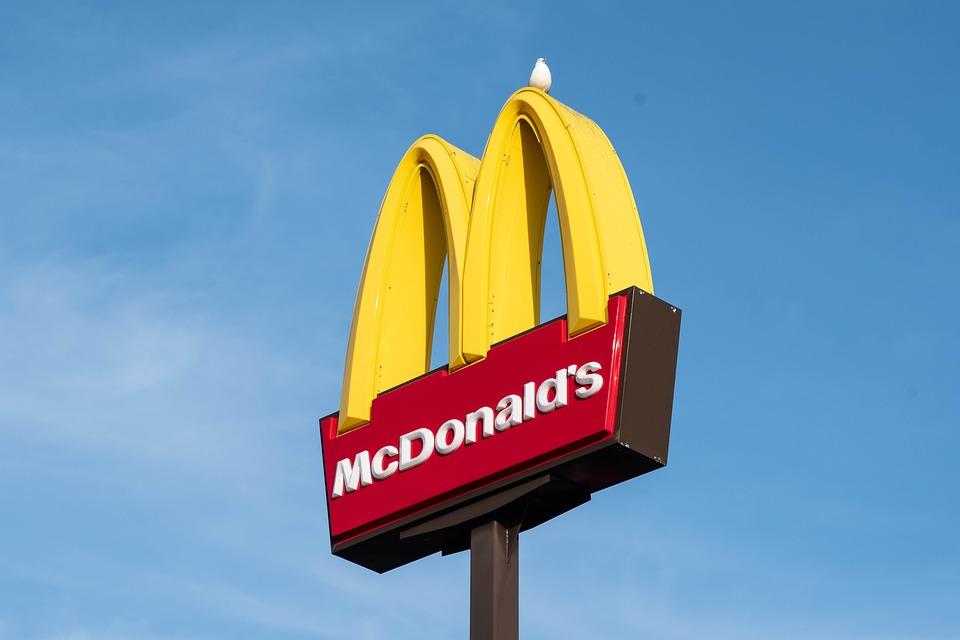麥當勞「糖醋醬」登網購平台!他轉賣「比麥當勞貴」卻瞬間賣光 網:太好賺