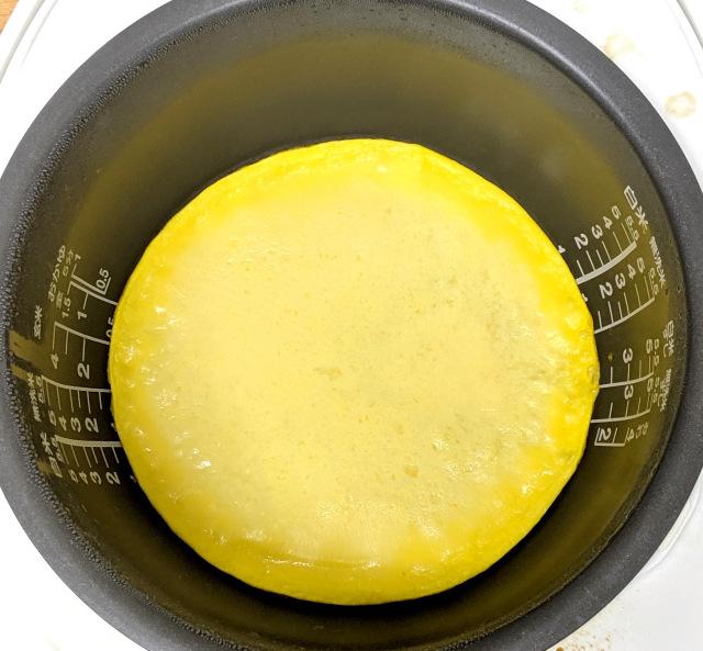 新懶人電鍋料理?他挑戰「只用蛋來煮飯」 切開來模樣太誘人...味道卻讓人意外