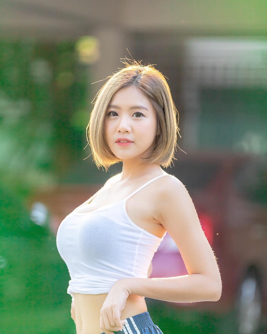 泰國網紅因「激似DJ Soda」狂吸30萬粉絲 她曝光「性感全身照」網傻眼:太腰瘦!