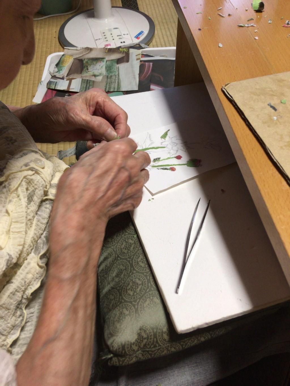 90歲婆婆「把舊報紙→藝術品」瞬間爆紅 她曝光「創作原因」網秒噴淚:辛苦了QQ