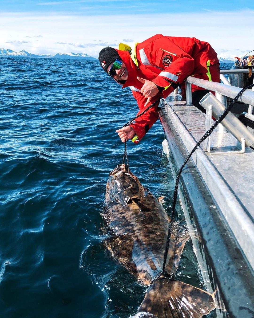 男子釣到「眼睛佔身體一半」的外星怪魚 專家揭開「3億年前真相」網驚:是鯊魚的親戚?