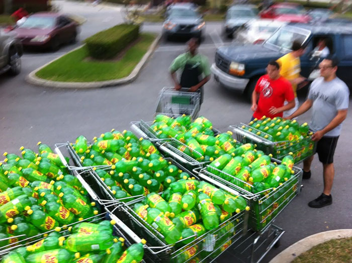 20個「購物慾大失控」的超奇葩網友 買太多香蕉...他直接蓋出「一個城堡」!