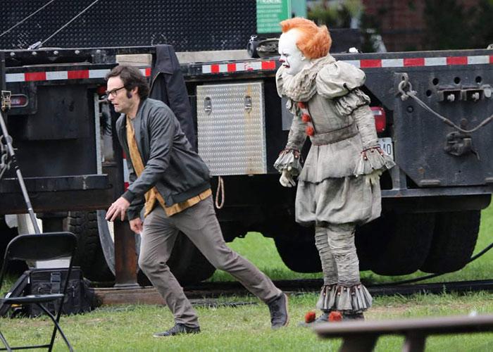 影/不是用特效!《牠》小丑現場表演「眼球轉向不同邊」絕技 同劇演員「目睹過程」嚇跑