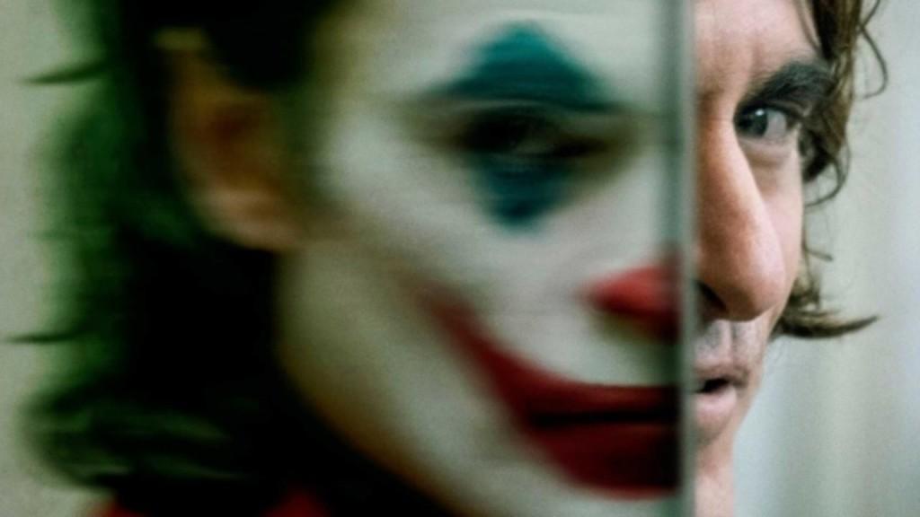 DC《小丑》首波影評出爐!外媒狂讚「媲美《黑暗騎士》」:非一般超級英雄電影…很高級