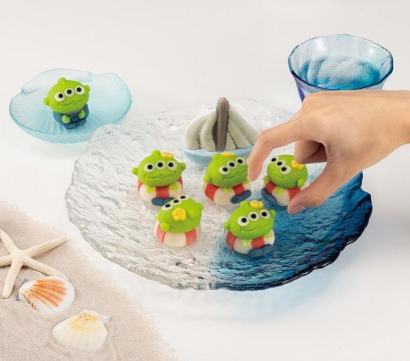 日本便利商店限定!「三眼怪和菓子」造型超Q 卡娜赫拉版還有100種…可愛到咬不下去❤