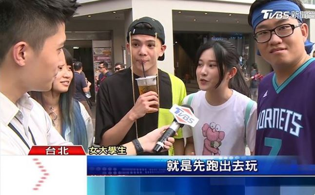 Joeman、反骨被記者「隨機街訪」竟完全沒被認出!「黑人問號」表情網友笑翻:幫QQ