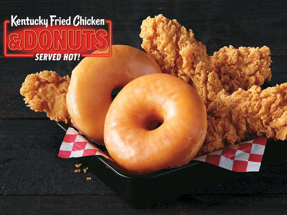 肯德基推「炸雞甜甜圈」引暴動 「超厚肉塊+金黃外衣」網狂流口水:熱量太誇張!