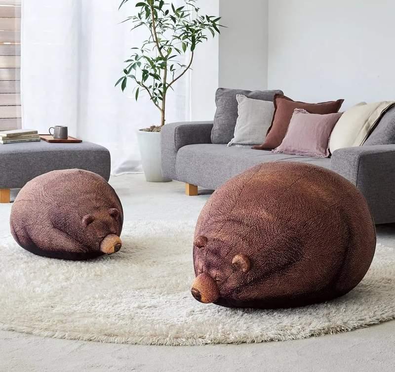 日大推「1:1熊熊懶人沙發」掀搶購潮 牠們「趴在草地上」畫面太療癒…以為是真的!