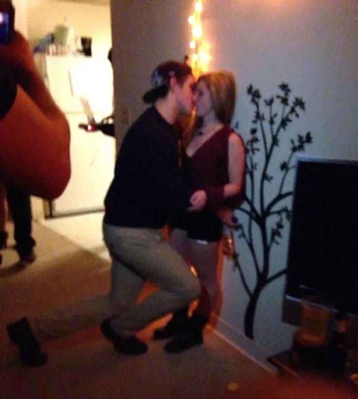 20張「最萌身高差照」 情侶壁咚超浪漫 視線移到下半身...一秒笑噴!