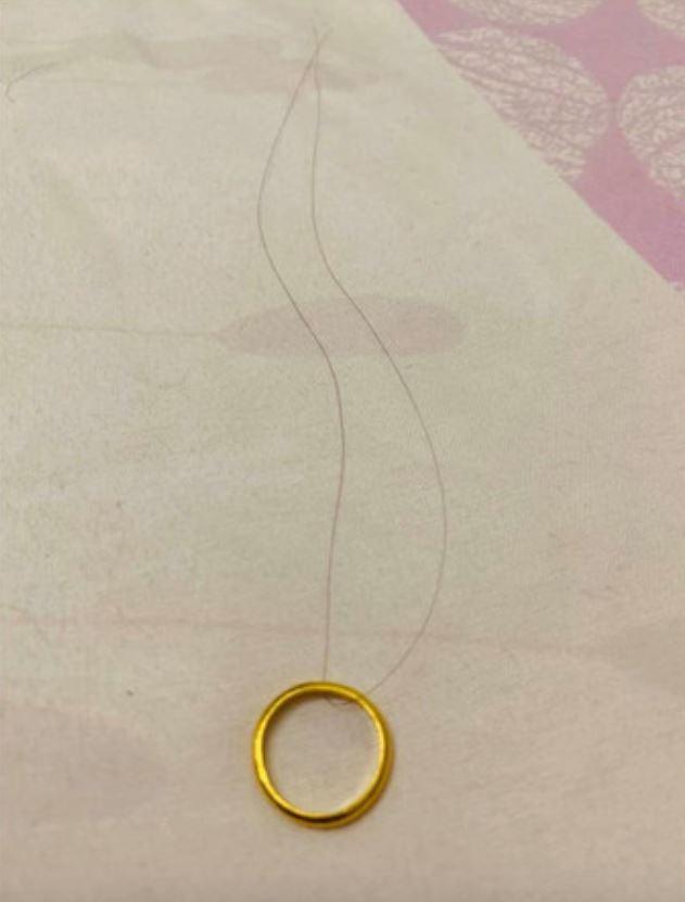 只要「頭髮、戒指」就能知道生男孩還是生女孩!她實測後驚:準到雞皮疙瘩