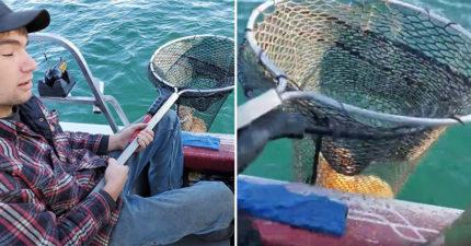 影/男子發現「湖面有黑影」立馬撒網補撈 揭開「籠中物」卻傻眼:不是魚
