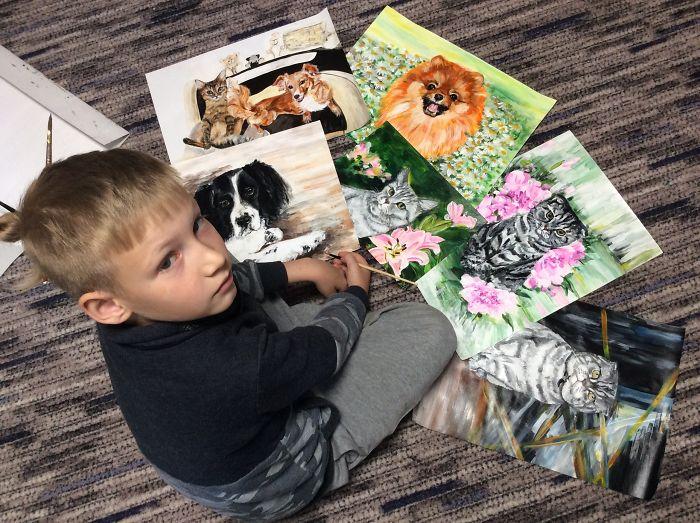 9歲男孩賣畫幫助流浪狗!堅持「不收錢」他的偉大夢想逼哭網友