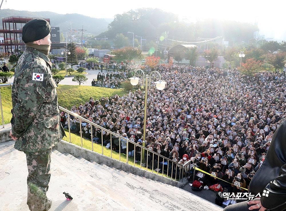 GD終於退伍!3000粉絲列隊迎接「宛如君王降臨」俯瞰畫面超震撼 他曝未來意向