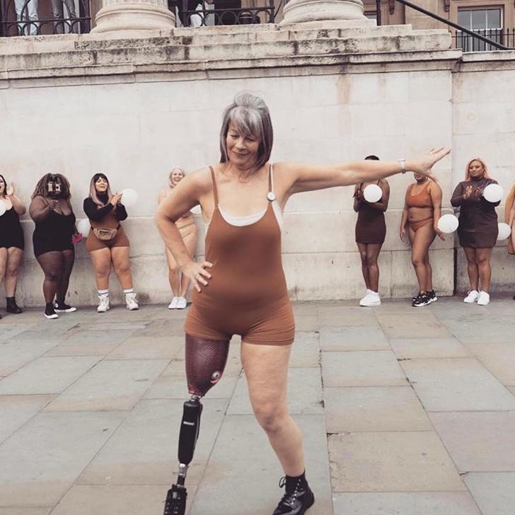 22位「絕不向命運低頭」的超勇敢人類 她用義肢「試穿高跟鞋」畫面看哭所有人!