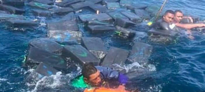 落水男「緊抓包裹」漂3小時獲救 警察調查揭開「救命物秘密」馬上抓起來!